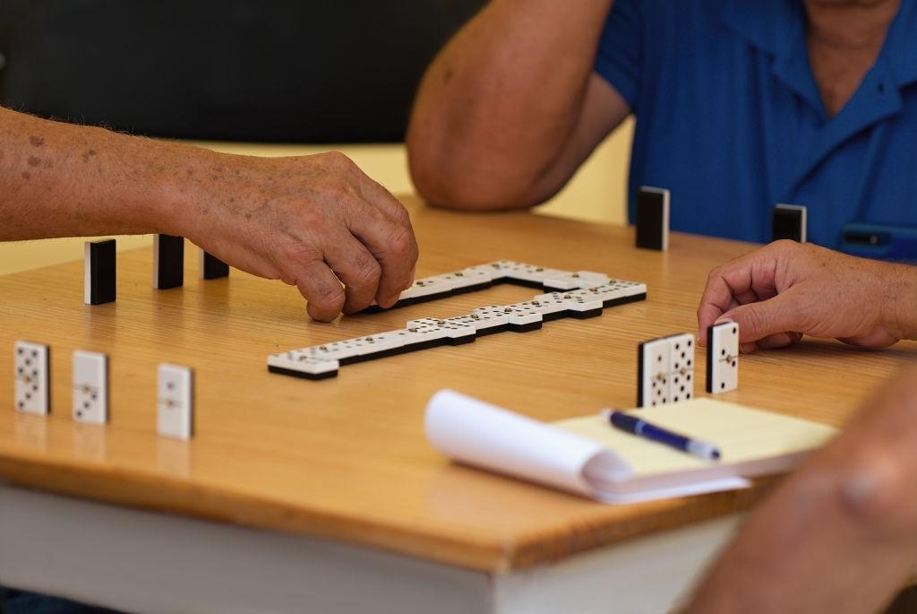 Beneficios rompecabezas y juegos familiares para el estrés y ansiedad